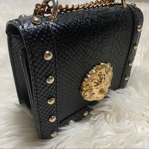 PrettyLittleThing gold chain black purse/bag